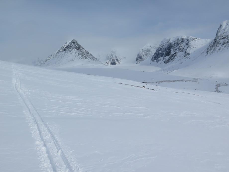 Lössnö, Drakryggen och Kebnekaise. På tur genom Guobirvaggi.