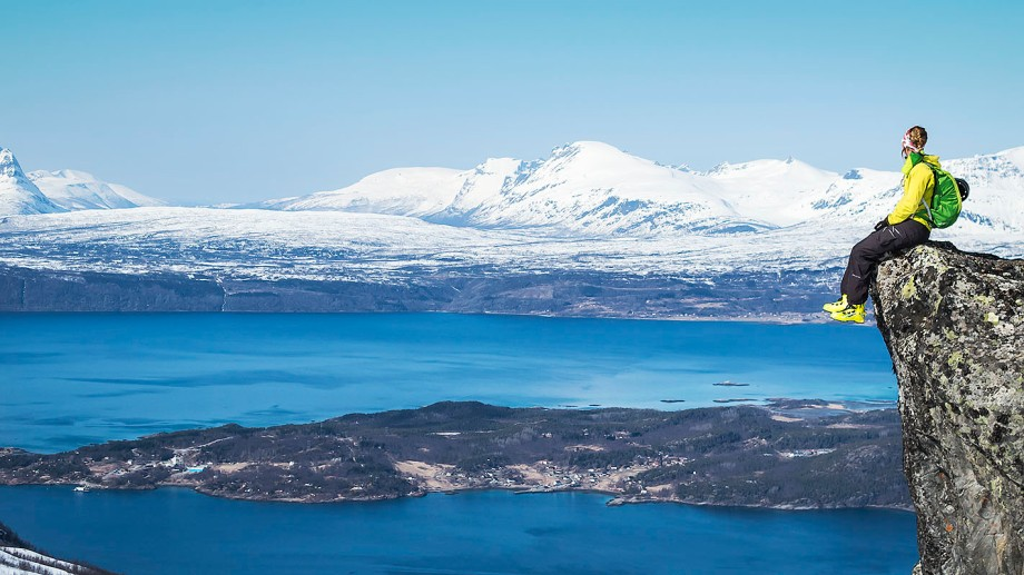 Lisa Lindblom tittar ut över Narvik Foto: David Erixon