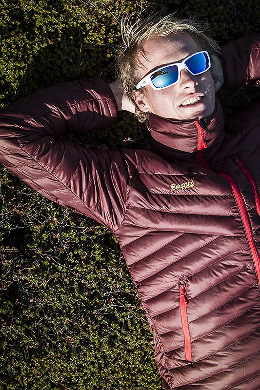 Niclas njuter av hösten i Kråkbärsriset. Foto:David Erixon