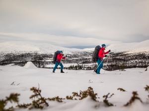 David och Niclas skidar i Grövelsjöfjällen 2. Foto: David Erixon