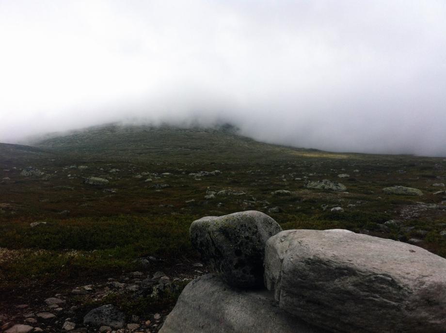 Där uppe i dimman väntar toppen.
