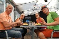 Lunch tillsammans med mamma Kristina och pappa Mats!